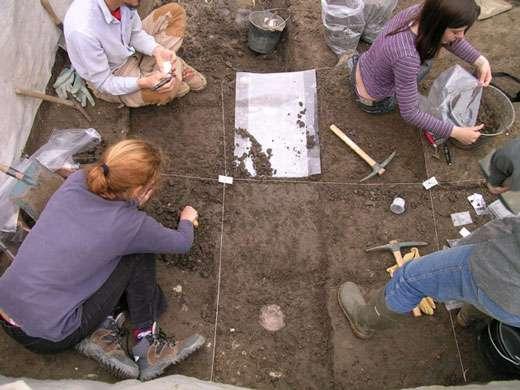 Site paléolithique en cours de fouille. © : F. Bazile 2006 Reproduction et utilisation interdites