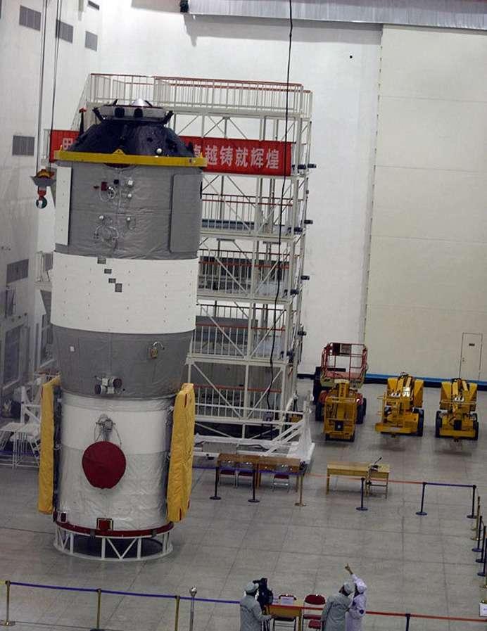 Le module orbital Tiangong-1 en cours de préparation pour son lancement en septembre 2011. © CNSA