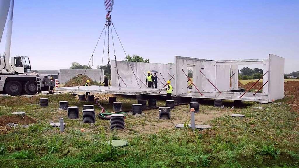 Le montage sur site d'une maison modulaire prend en moyenne de un à deux jours. © Modulo Béton Bâtiments