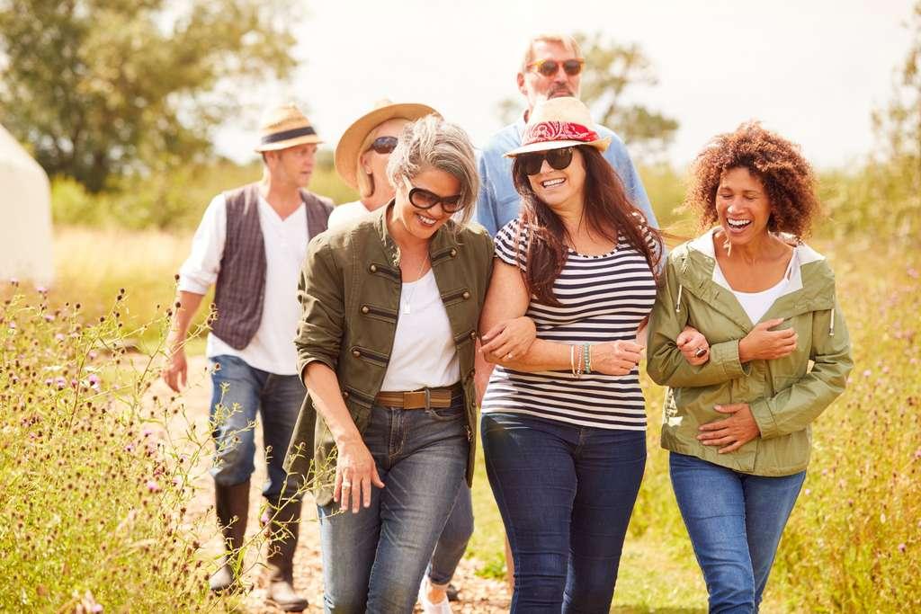 La marche est une activité physique bénéfique et accessible à tous. © Monkey Business, Adobe Stock