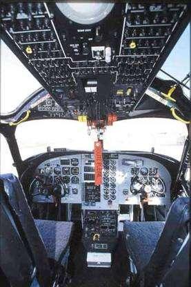La cabine d'un tracker Firecat Turbo. © Tracker-France - Tous droits de reproduction interdits