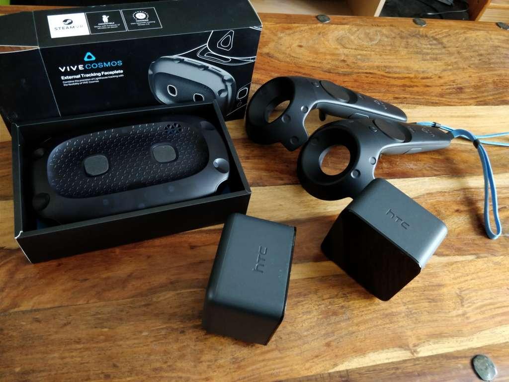 Le kit pour la version Elite contient les manettes Vive, le faceplate Elite et les deux stations de base. © Edward Back, Futura