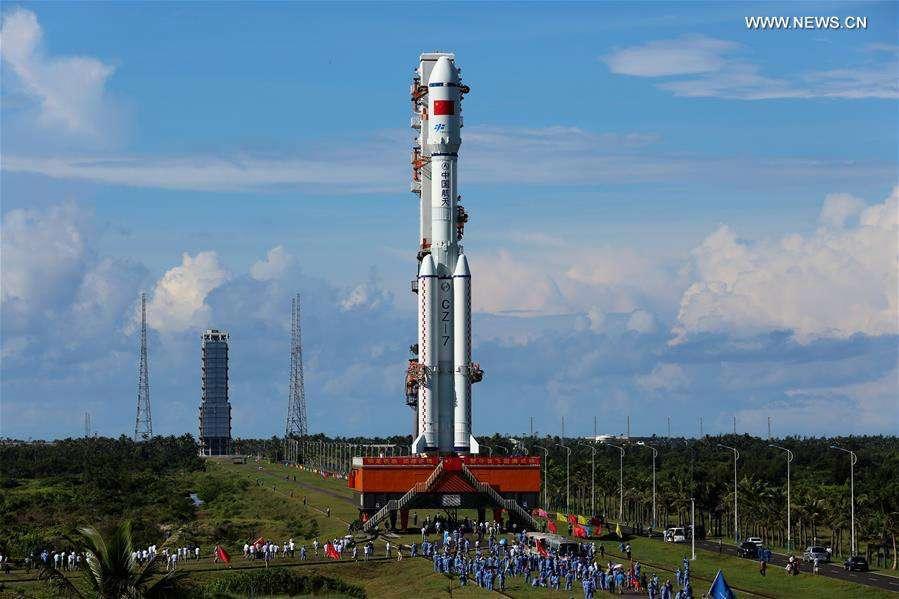 Le nouveau lanceur chinois CZ-7 a été spécialement conçu pour lancer les cargos de ravitaillement de la future station spatiale chinoise. Capable d'envoyer quelque 13,5 tonnes en orbite basse, ce nouveau lanceur a volé avec succès pour la première fois ce 25 juin. © CAST