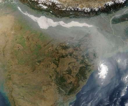 Figure 9 : Pollution au smog au nord de l'Inde. L'absence de régulation et une circulation automobile frénétique sont à l'origine de cette pollution à grande échelle © NASA