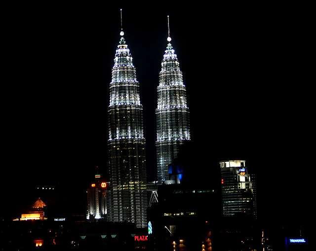 Un moustique OGM a peut-être vu les tours Petronas de Kuala Lumpur en Malaisie. © Phalinn, Flickr, by-nc-nd 2.0