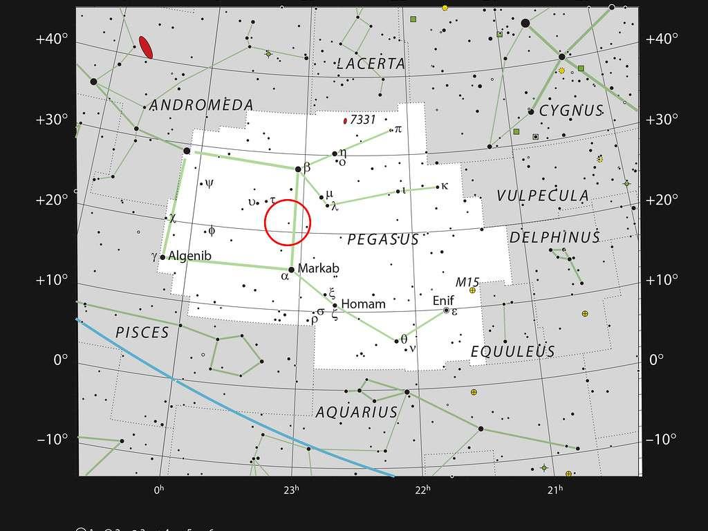 Ici, la constellation de Pégase, dont l'appellation se réfère au cheval ailé de la mythologie grecque. Sur ce graphe, figurent la localisation de HR8799 ainsi que la plupart des étoiles visibles à l'oeil nu, par temps clair et dans un ciel sombre. Cette constellation est bien connue des astronomes : elle rassemble trois des quatre étoiles brillantes qui définissent le Carré de Pégase, utilisé pour situer divers objets dans le ciel. La constellation est, en outre, composée de nombreux objets du fond du ciel qui présentent un intérêt pour les astronomes, en particulier le pulsar baptisé Croix d'Einstein ayant fait l'objet d'un effet de lentille gravitationnelle.© ESO, IAU and Sky & Telescope
