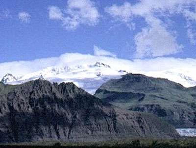 Le volcan Öraefajökull, point culminant de l'Islande (2119 m) volcan sous glacier prés du Grimsvötn
