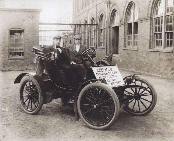 En 1910, la voiture électrique équipée de la batterie nickel-fer de Thomas Edison a parcouru un millier de miles, soit 1.600 km, pour démontrer la fiabilité du concept. Mais le moteur thermique l'a emporté... © Stanford University