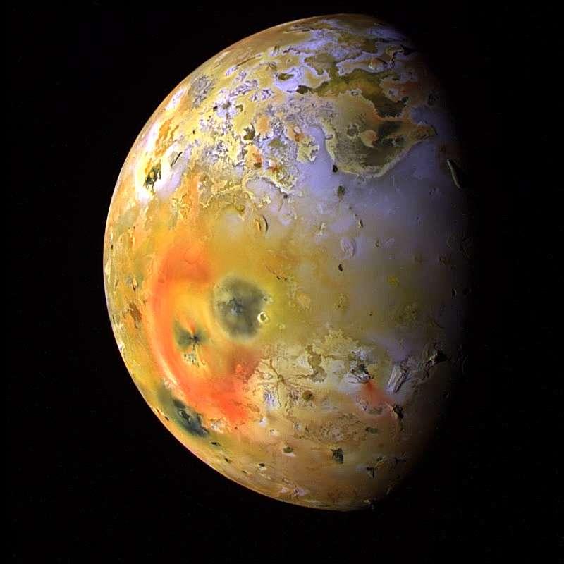Io, la Lune de Jupiter, a été observée de près une première fois par une sonde Voyager. Ici, c'est une image prise par Galileo. © Nasa