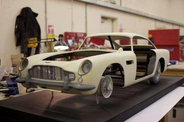 Pour les besoins du dernier James Bond, Skyfall, la maquette de l'Aston Martin DB5 a été réalisée à partir de 18 pièces fabriquées en Plexiglas grâce à une imprimante 3D. La cote d'un modèle réel avoisine 400.000 euros. © Propshop Modelmakers Ltd