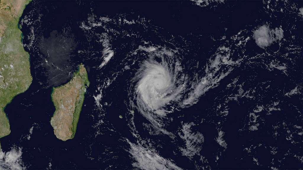 Suivi du cyclone Giovanna, quelques jours avant qu'il ne touche l'île de Madagascar en février 2012. © Eumetsat