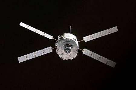 L'ATV Jules Verne en phase d'approche finale de l'ISS. Crédit Esa