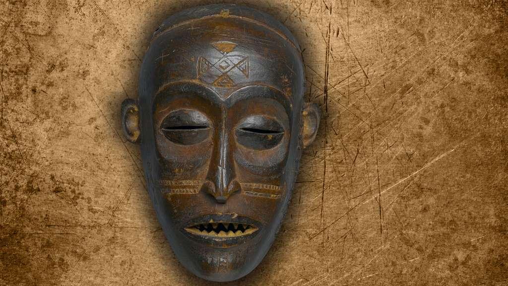 Masque Pwo du peuple tchokwé