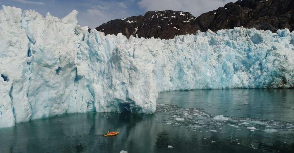 Le Groenland a perdu 3.800 milliards de tonnes de glace depuis 1994. © David Sutherland, Université de l'Oregon