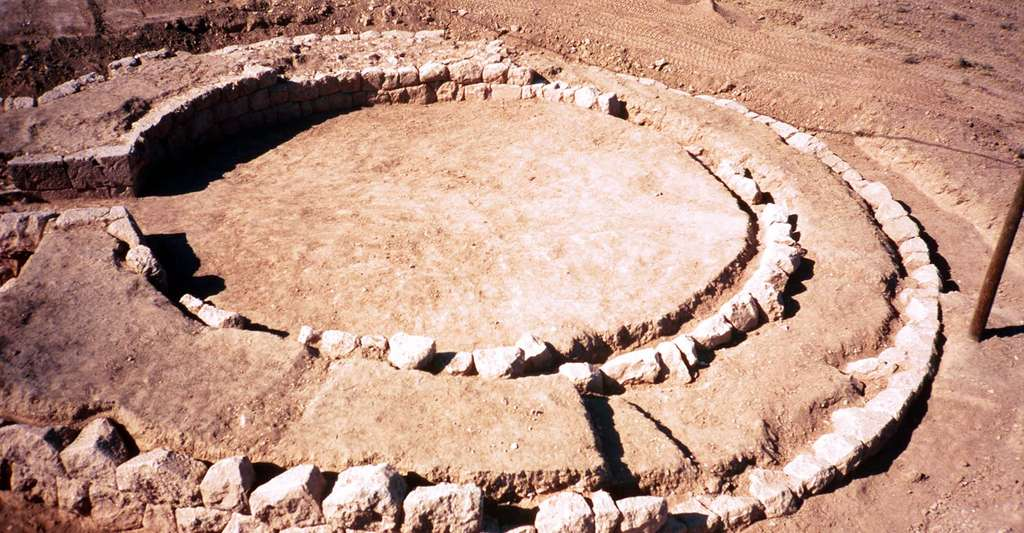 Apamée de l'Euphrate, la tour circulaire, Justine Gaborit (mission Zeugma). © Catherine Reynal, tous droits réservés