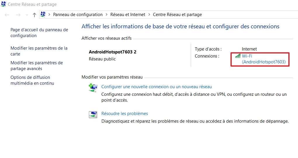 Cliquez sur le nom de votre réseau Wi-Fi situé à droite de « Connexions ». © Microsoft