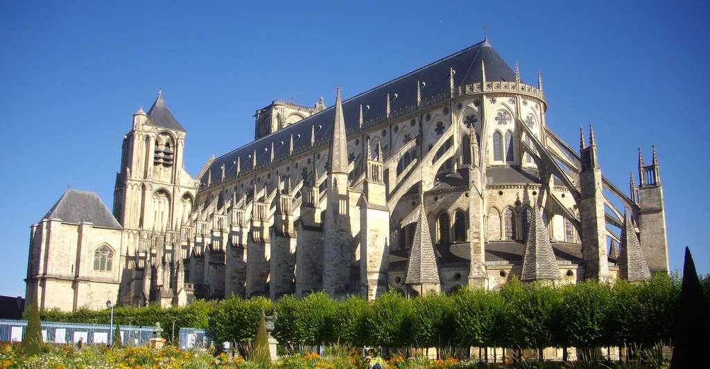 Flanc sud de la cathédrale Saint-Étienne de Bourges. © Fab5669, Wikimedia commons, CC by-sa 4.0