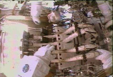 Une partie des circuits réfrigérants d'ammoniac liquide manipulés par Sunita Williams. Crédit NASA.