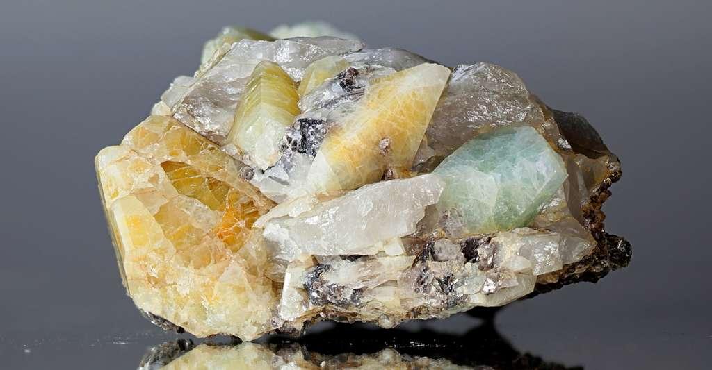 La topaze est un cristal piézoélectrique. © isoarska, Fotolia
