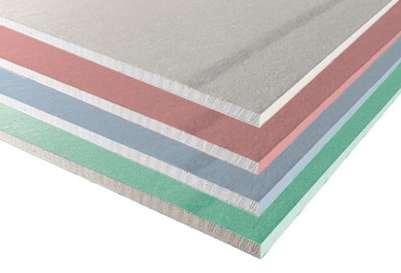 Vert, bleu, rose, gris..., la couleur permet d'identifier facilement quelle plaque de plâtre utiliser en fonction des travaux à effectuer. © Siniat