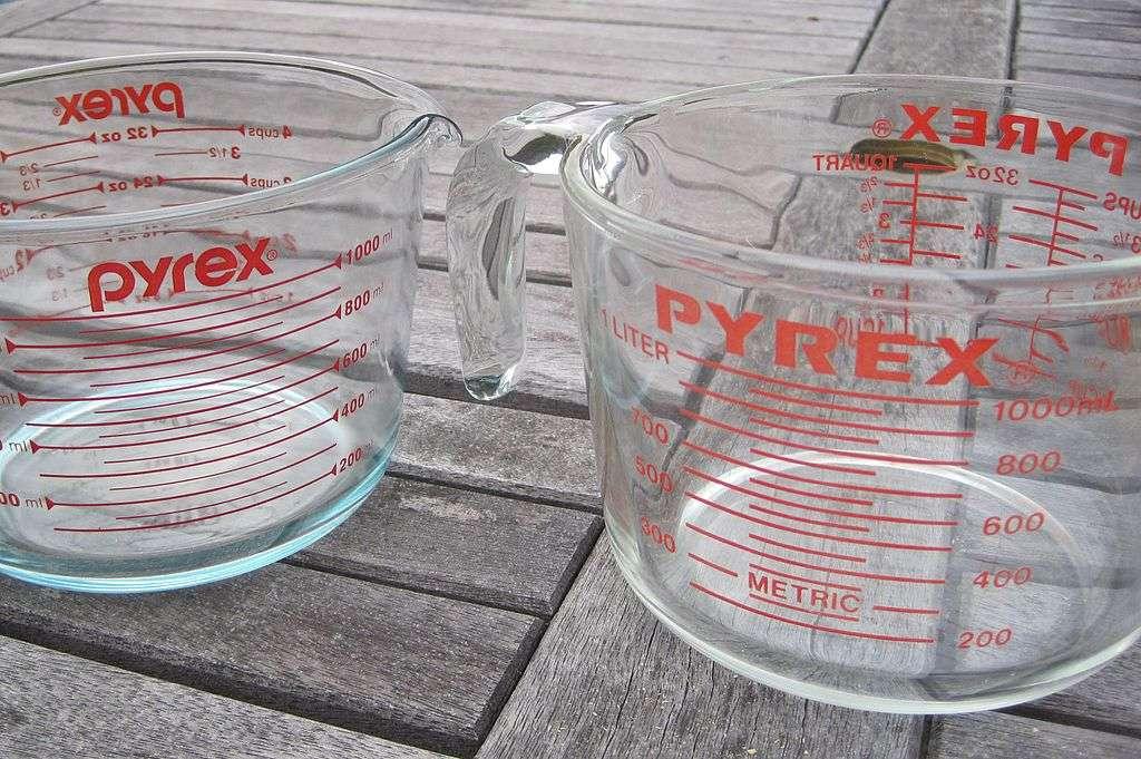 Le Pyrex est un célèbre verre borosilicaté résistant à la chaleur. © Picofluidicist, Wikimedia Commons, DP