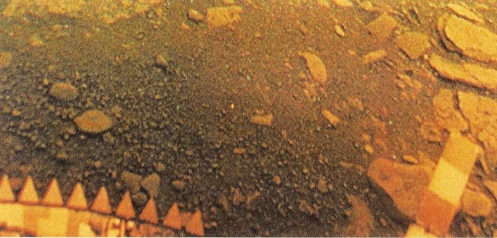 La surface de Vénus photographiée par la sonde soviétique Venera 13 en 1982. © Soviet Venera Program