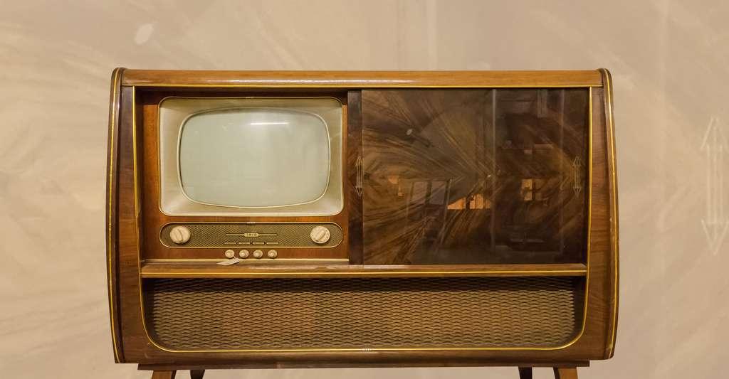 Ancien téléviseur. © NoRud, Wikimedia commons, CC by-sa 4.0