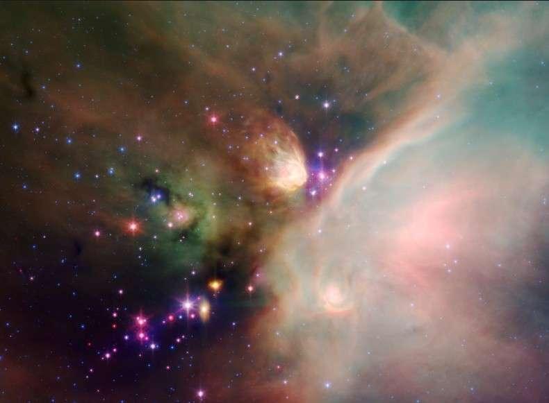 Observé en infrarouge par le télescope spatial Spitzer, le complexe nébuleux de Rho Ophiuchi révèle les régions poussiéreuses chauffées par de jeunes étoiles. Crédit Nasa/JPL-Caltech