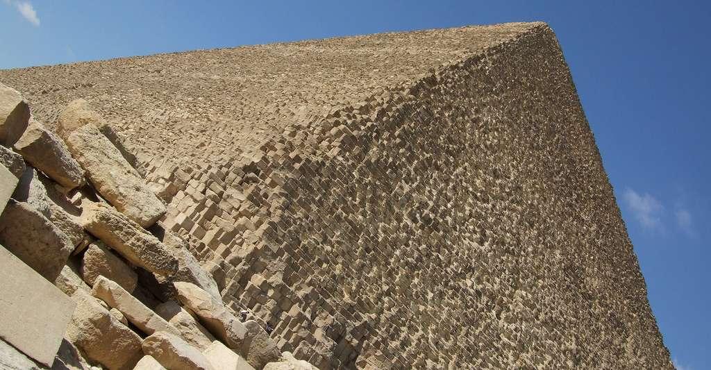 La pyramide de Khéops défie la science ! © Heksamarre, GFDL
