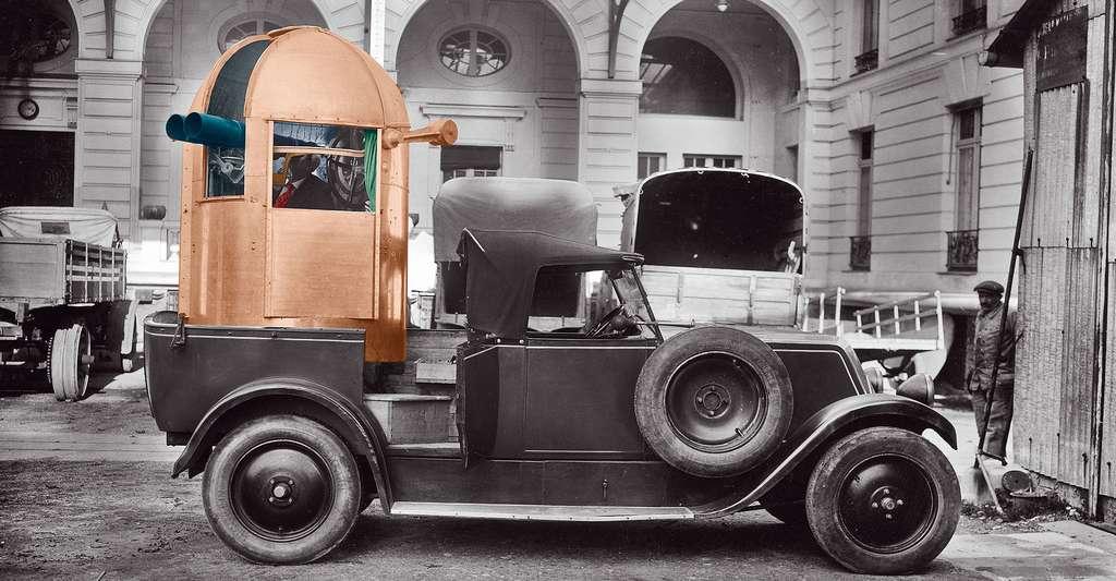 Tourelle d'observation montée sur l'arrière d'une automobile à l'Office national des recherches scientifiques et industrielles et des inventions, Bellevue, Meudon (décembre 1928). © Fonds historique - CNRS Photohèque