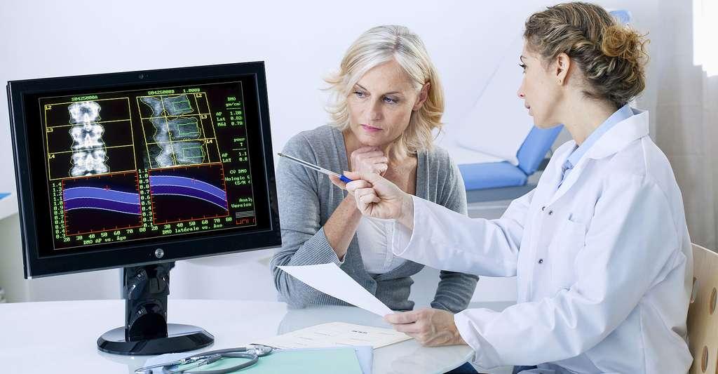 Suivi de l'ostéoporose. © Image Point Fr - Shutterstock