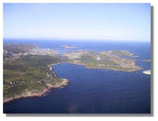 Vue aérienne de la partie habitée de l'île de St Pierre © C. Marciniak