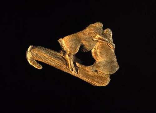 Le propulseur, une arme redoutable, dans la grotte d'Enlène, en Ariège