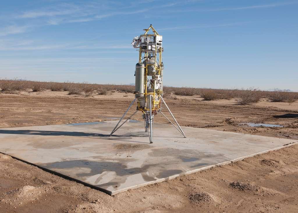 Le système de navigation intégré au rover Perseverance a été testé dès 2014, dans la Vallée de la mort (Californie) grâce à cet engin à décollage et à atterrissage vertical. © Masten Space Systems