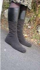 Pas très sexy, mais les chaussettes sur les chaussures permettraient d'être plus stable sur des routes verglacées. © New Zealand Medical Journal