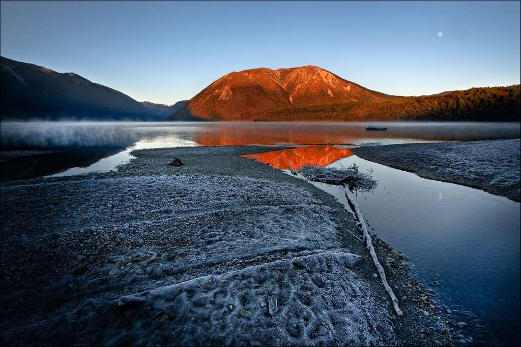 Le lac Rotoiti au lever du soleil
