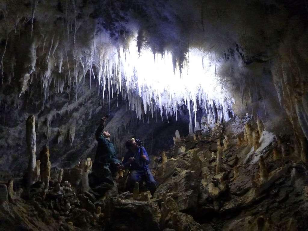 Tournage du film Nouvelle-Zélande, Terre d'Aventures dans la grotte Bohemia. © Pete Smith