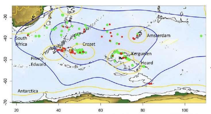 Zone de prospection dans l'océan Indien des albatros (ligne bleue) et localisation des navires déclarée (points verts) et non déclarés (points rouges) dans les eaux internationales et dans les zones économiques (lignes jaunes). © Weimerskirch et al., PNAS