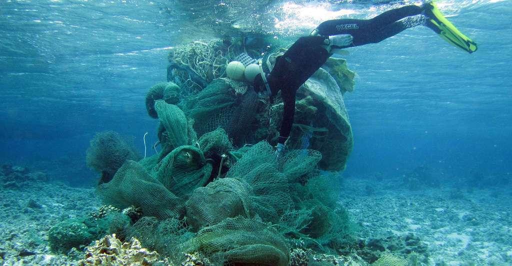 Où en est la production mondiale de plastique ? Filets, chaussures en plastique, pneus se retrouvent parfois dans l'océan. © NOAA Photo Library, Flickr, CC by-nc 2.0