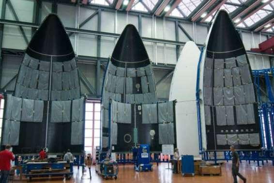 Coiffes en cours de fabrication. Pour cette mission, c'est une coiffe longue, d'une hauteur de 17 mètres et d'un diamètre de 5,4 mètres, qui sera utilisée. © Ruag Aerospace AG
