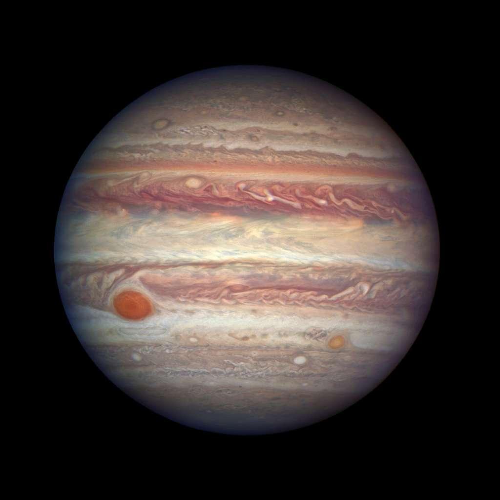Jupiter et sa Grande Tache rouge, qui est en train de devenir une tache orangée, ici photographiée par Hubble le 3 avril 2017. © Nasa, ESA, A. Simon (GSFC)