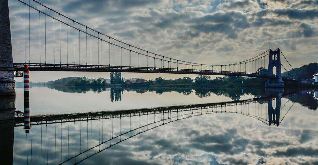 Le pont suspendu de La Voulte-sur-Rhône. © Jacques Caffin, Flickr, CC by-nc 2.0