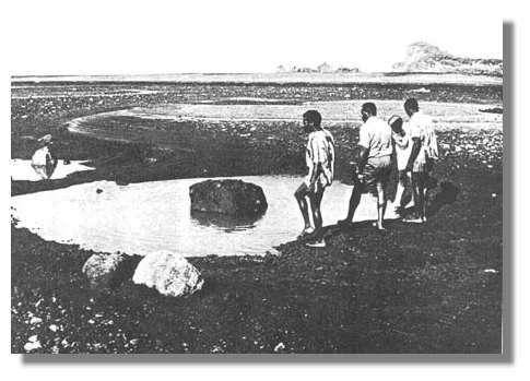 Visite sur l'île de Karua, qui a émergé en février 1971. © National Geographic Society, New Hebrides