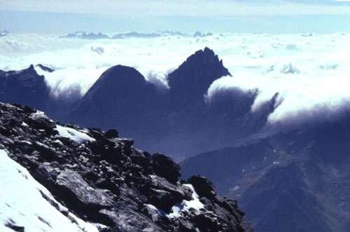 Photo 1 - Nuages (fractocumulus et stratus nebulosus opacus) associés à l'effet de Foëhn : en Suisse Crédits Documents MAP et Cool Antarctica.