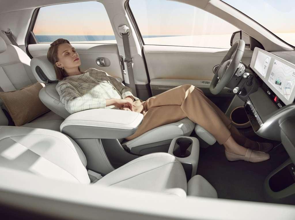 Le Hyundai Ioniq 5 propose un habitacle spacieux et accueillant. © Hyundai