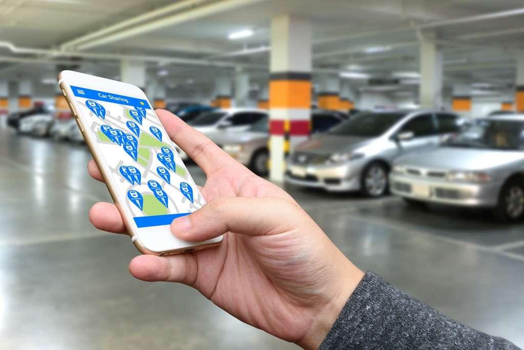 Autopartage, covoiturage, deux notions parfois confondues et qui ne recouvrent pas les mêmes modes d'utilisation. Ici, uns station d'auto-partage en libre-service, gérée par smartphone. © Zapp2photo, Adobe Stock