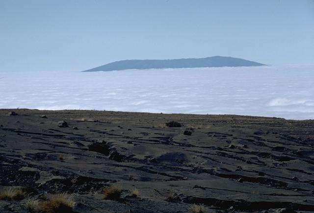 La dernière éruption du Sierra Negra, un volcan des îles Galapagos, a pu être prédite par l'intelligence artificielle imaginée par les chercheurs britanniques. © Lee Siebert, Smithsonian Institution, Wikipedia, Domaine public