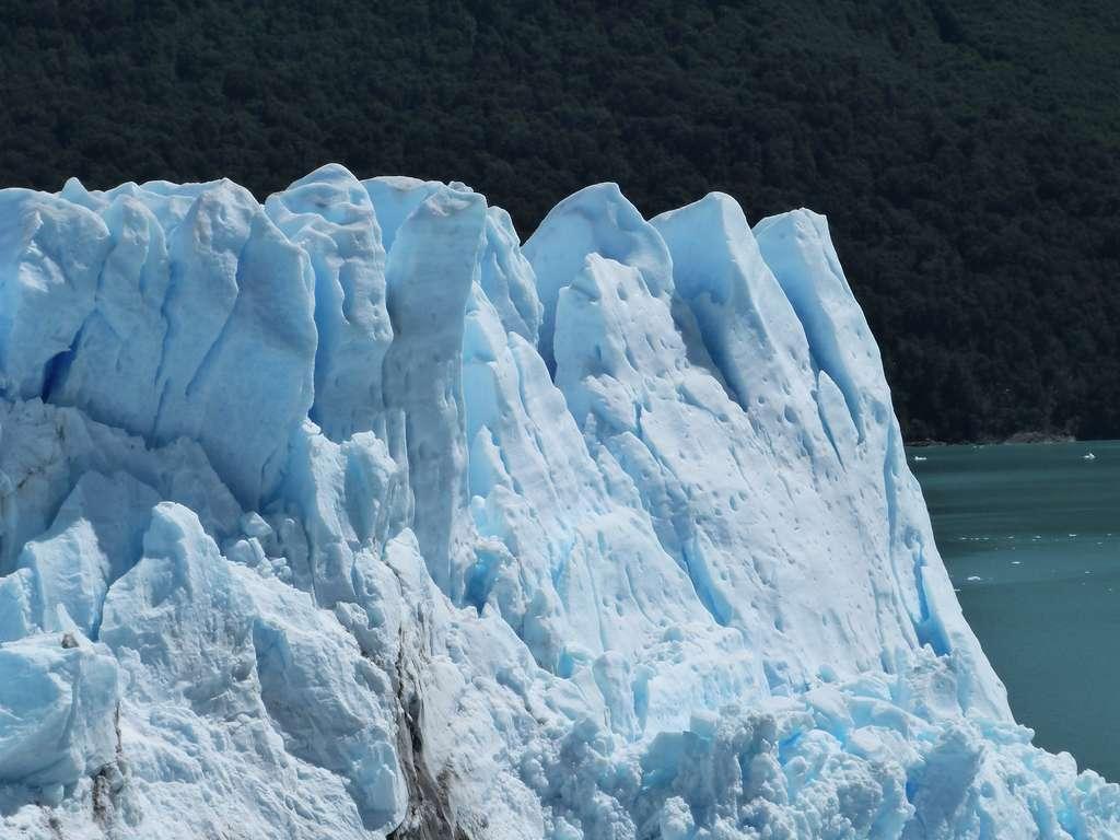 Les glaciers se forment aux deux extrémités du globe : le Pôle Nord et le Pôle Sud. © Alice Jouclas