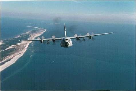 L'appareil WC-130 Hercules est un appareil de grande envergure et de moyenne portée utilisé par l'US Air Force pour la reconnaissance météorologique (Crédit : US Air Force)
