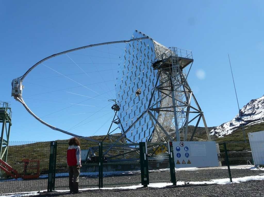 Plusieurs télescopes Cherenkov sont actuellement en service dans le monde, comme ici au Grantecan (Gran Telescopio Canarias) aux îles Canaries. Ces instruments sont destinés à étudier les rayonnements à très haute énergie produits lors de phénomènes cosmiques violents. © Jean-Baptiste Feldmann